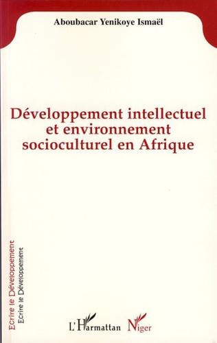 Couverture Développement intellectuel et environnement socioculturel en Afrique