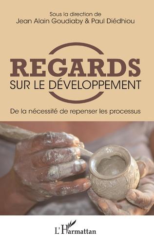 Couverture Regards sur le développement