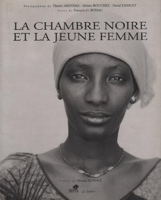 Couverture LA CHAMBRE NOIRE ET LA JEUNE FEMME